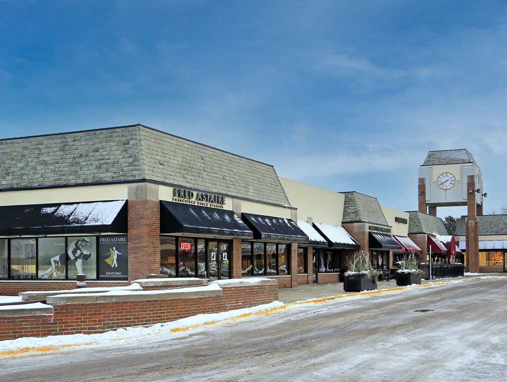 112 Burr Ridge Pky, Burr Ridge, IL 60527
