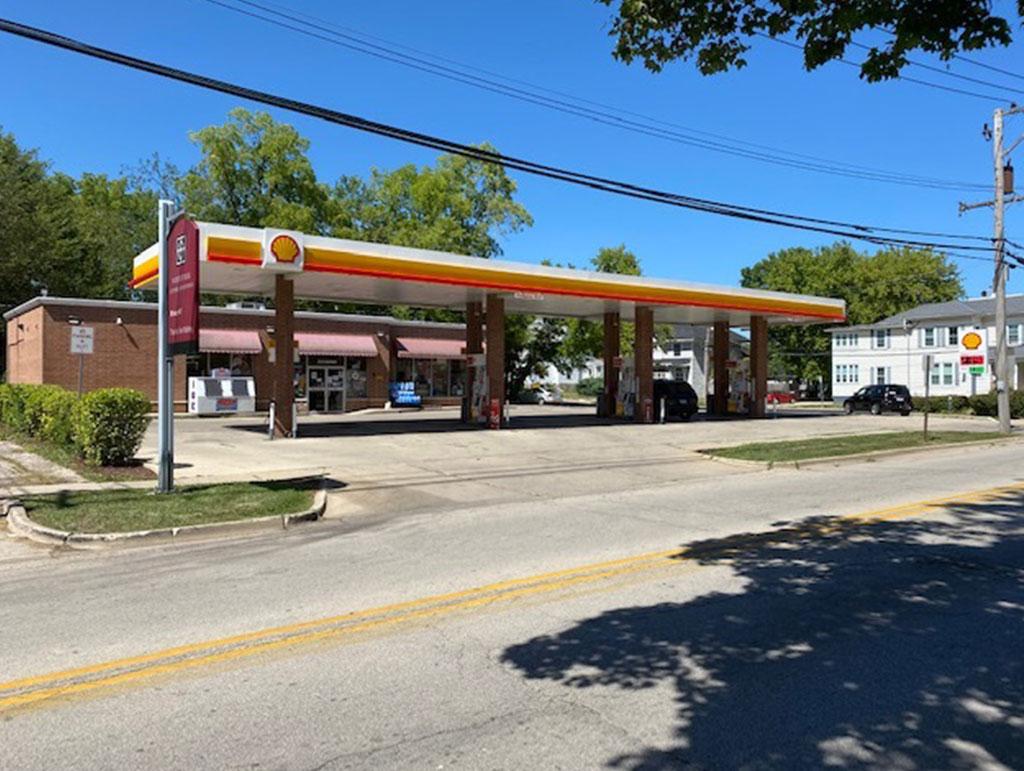 315 N Madison St, Woodstock, IL 60098