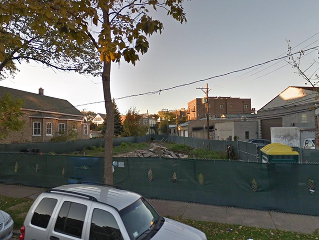 2444 W Ainslie Street Chicago, IL 60647