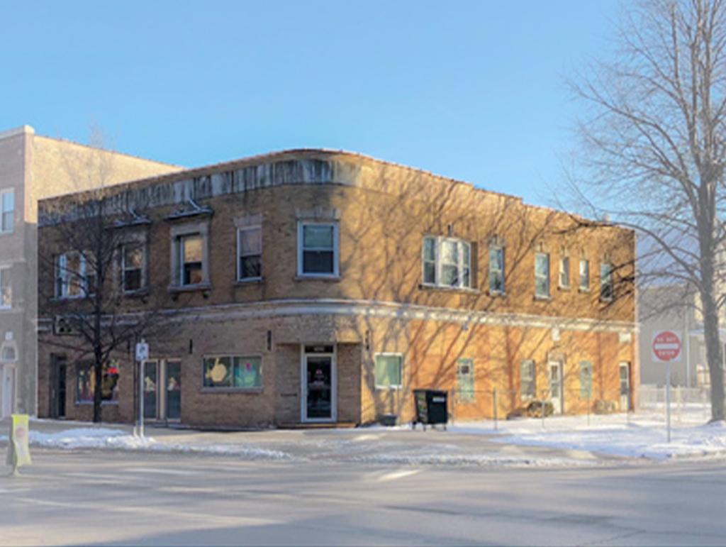 1927 W Montrose Ave, Chicago, IL 60613