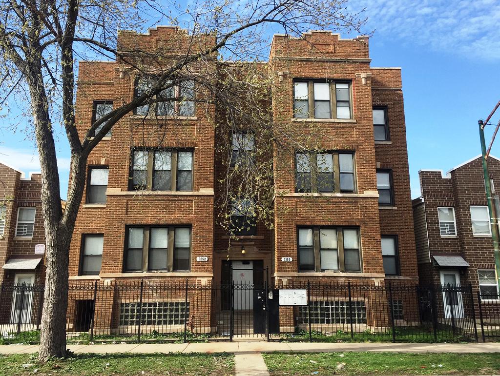 3350 W Evergreen Avenue, Chicago, IL 60651