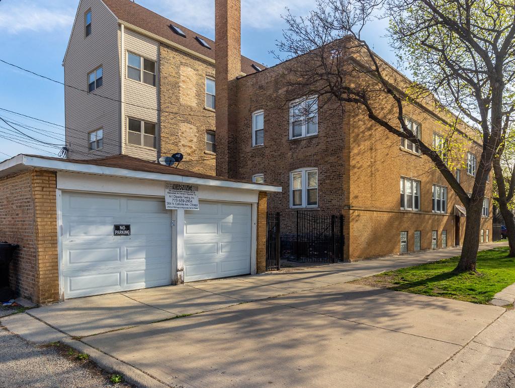 3838 W George St, Chicago, IL 60618