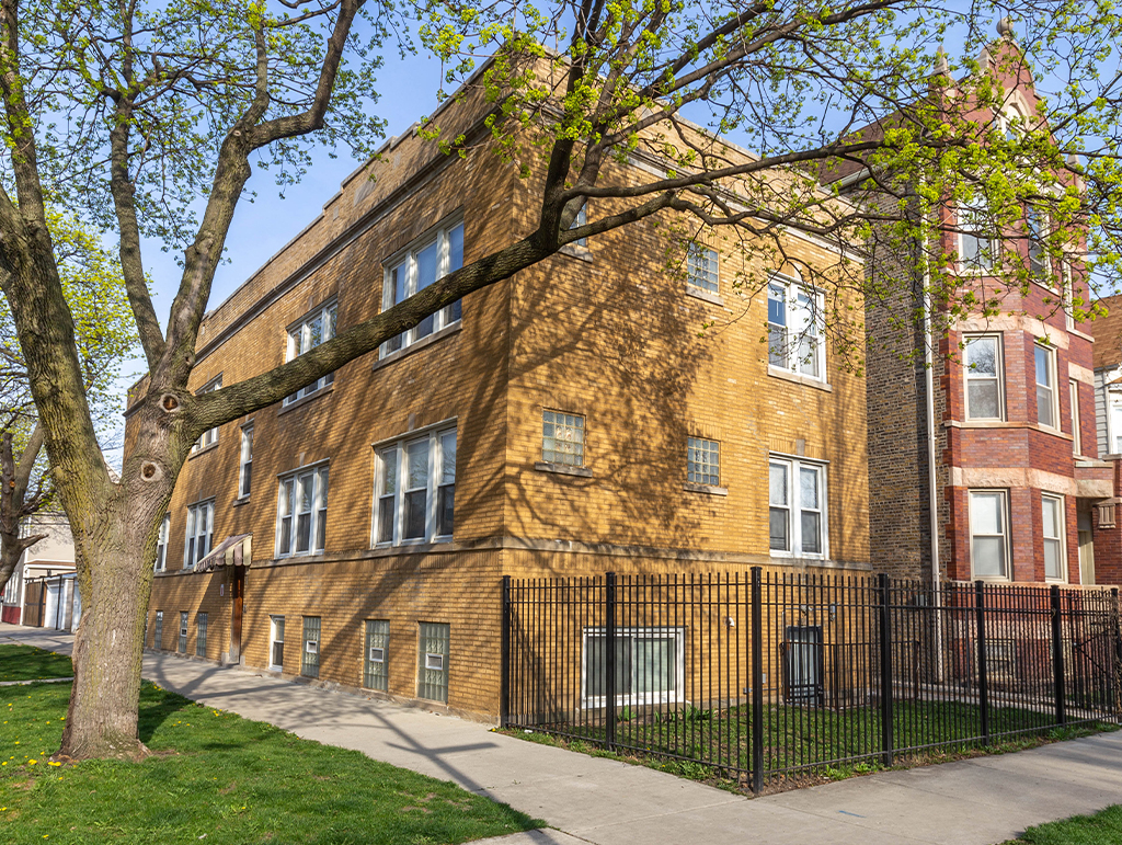 3838 W George St, Chicago, IL 60618
